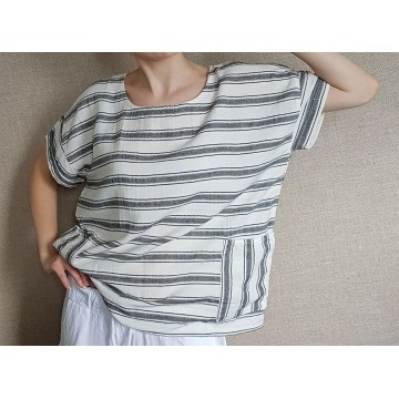 Ladies blouse with pockets