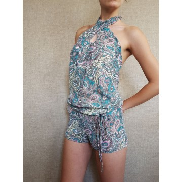 Short jumpsuit with oriental motifs
